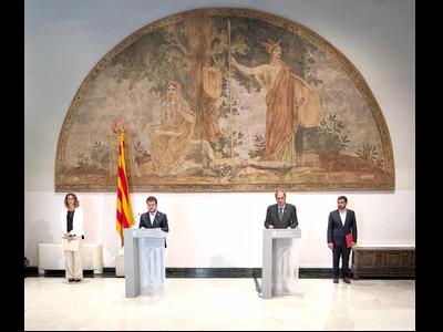 El president, el vicepresident i els consellers, durant la compareixença