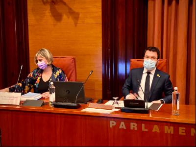 El vicepresident Aragonès i la consellera Vergés durant la compareixença a la Comissió d'Economia del Parlament