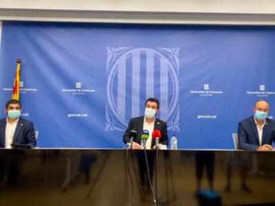 El vicepresident Aragonès i el conseller El Homrani, durant la roda de premsa