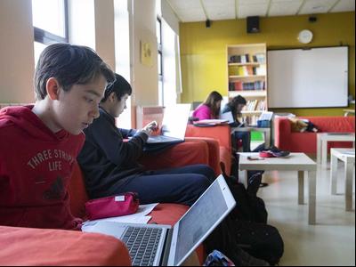 El Govern subscriu un acord per promoure la programació i transformació digital educativa