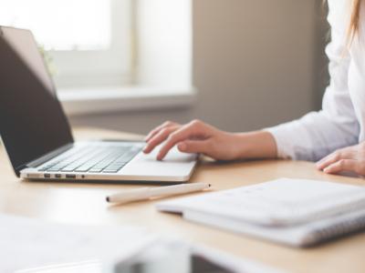 Aquest estiu forma't amb els més de 4.000 cursos gratuïts en línia que el Govern ofereix a través de Coursera