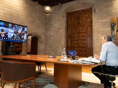 El president Torra durant la trobada amb les juntes de directores i directors de secundària (foto: Rubén Moreno)