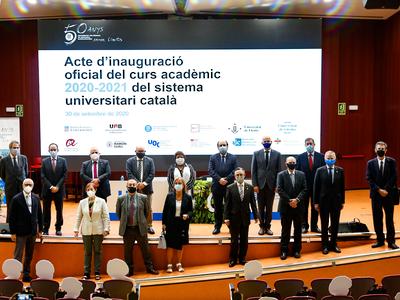 Foto de família posterior a l'acte d'inauguració del curs universitari, celebrat a l'auditori de la UPC