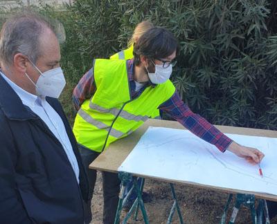 El director de l'ACA durant la visita als treballs a la Bisbal d'Empordà.
