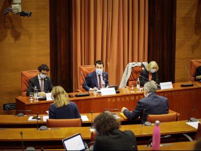 El vicepresident Aragonès i el conseller Calvet durant la compareixença d'avui