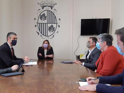 Bernat Solé, i Agnès Lladó en la reunió a figueres
