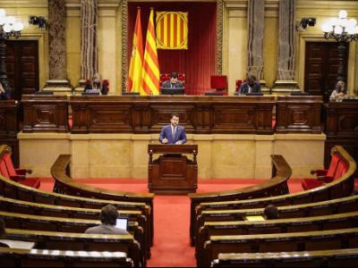 El vicepresident Aragonès durant la presentació del Decret llei al Parlament