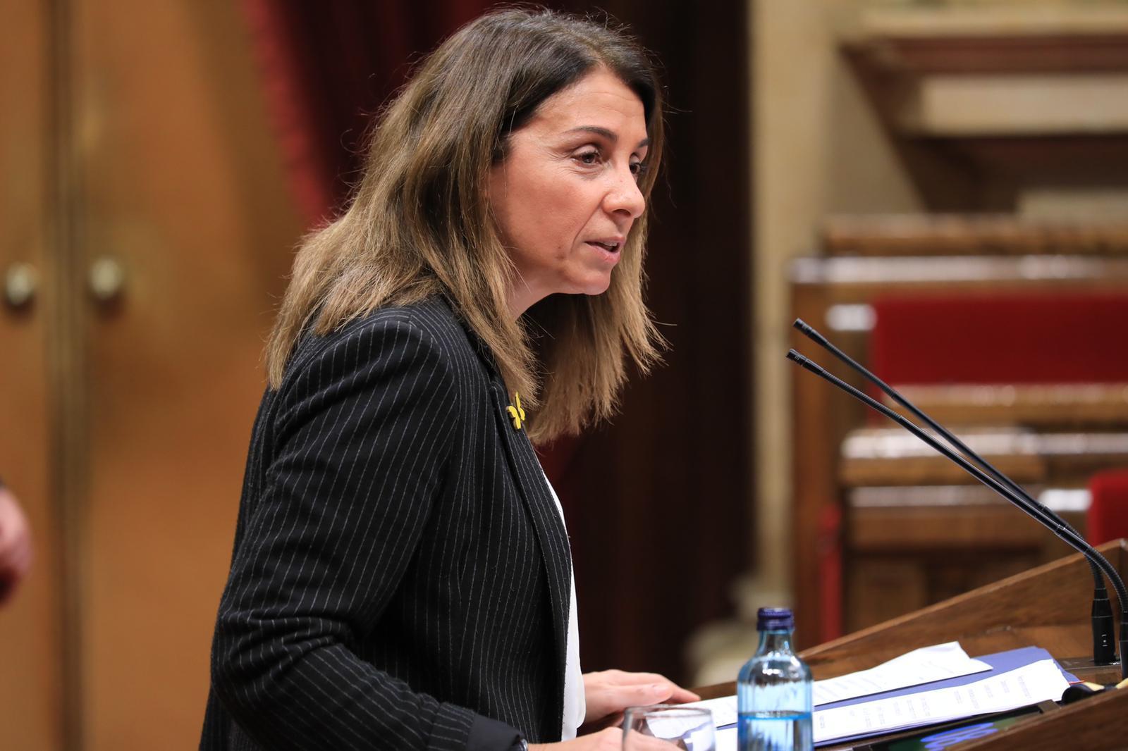 La consellera Budó, en la seva intervenció al Parlament