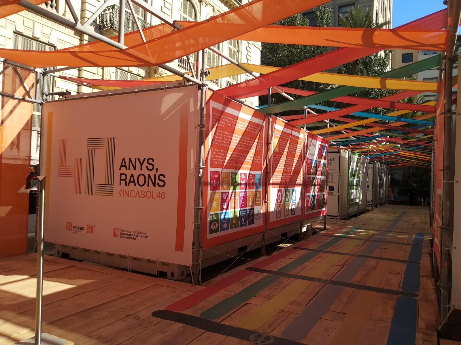 Exposició #INCASÒL40. 40 ANYS, 40 RAONS, als jardins del Palau Robert de Barcelona.