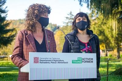 La consellera Teresa Jordà i la directora general d'Agricultura i Ramaderia, Elisenda Guillaumes
