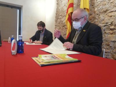 Signatura del conveni amb l'Ajuntament de Santa Oliva