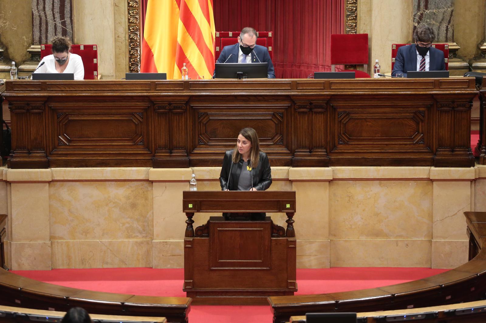 La consellera Budó, al Parlament.