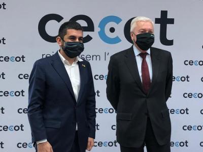 El conseller de Treball, Afers Socials i Famílies, Chakir El Homrani, i el president de CECOT, Antoni Abad