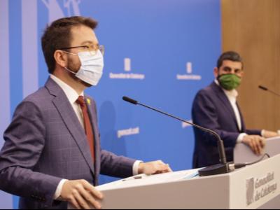 El vicepresident Aragonès i el conseller El Homrani durant la compareixença davant els mitjans de comunicació