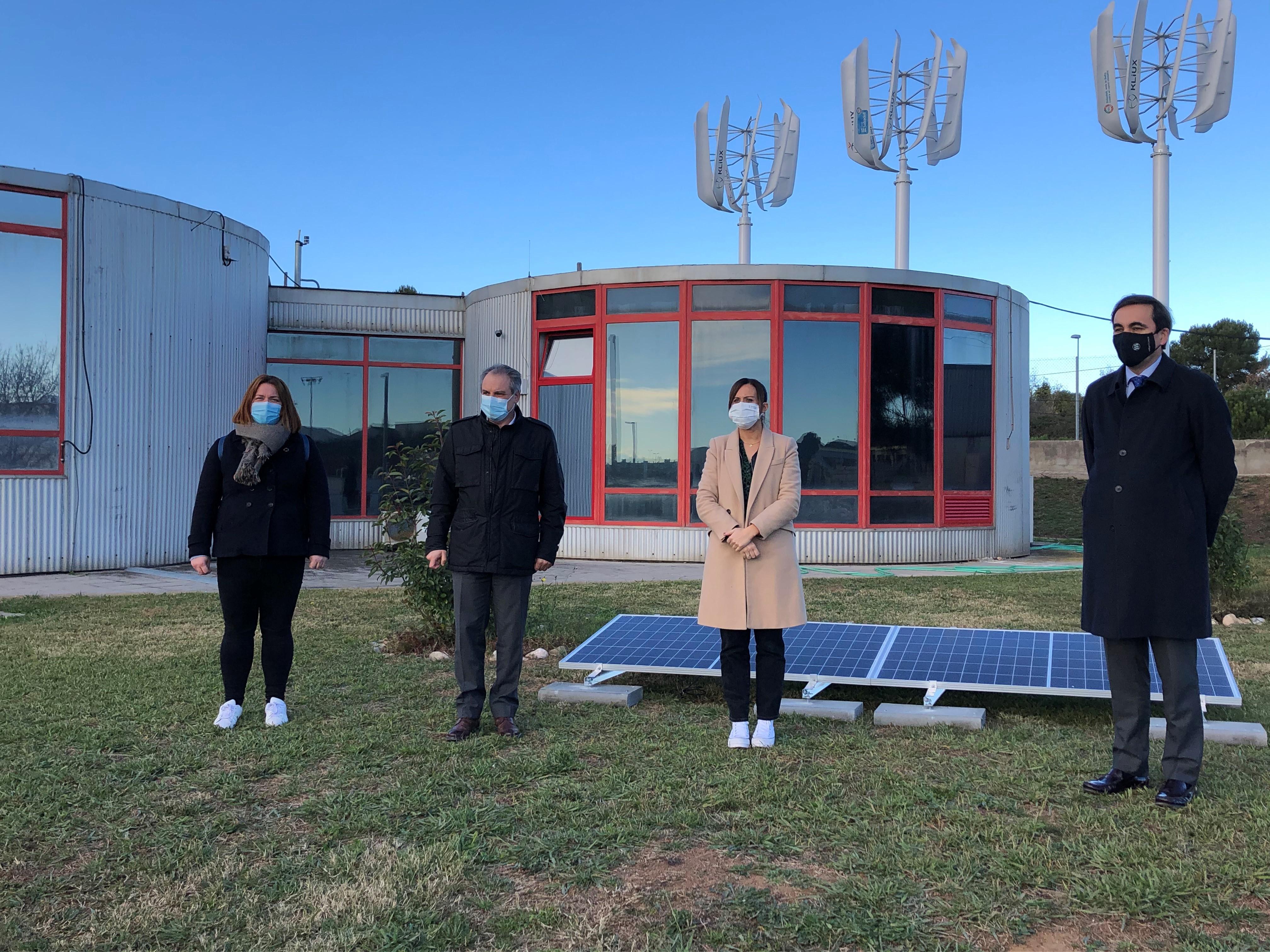 Lluís Ridao i Marta Farrés durant la presentació del parc fotovoltaic a la depuradora de Sabadell