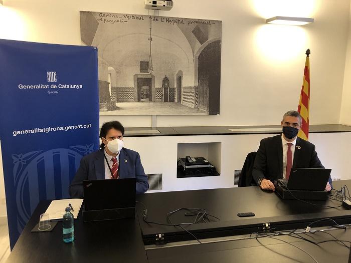 El conseller Bernat Solé, a la dreta, durant la reunió amb alcaldes gironins, acompanyat del delegat del Govern a Girona, Pere Vila.
