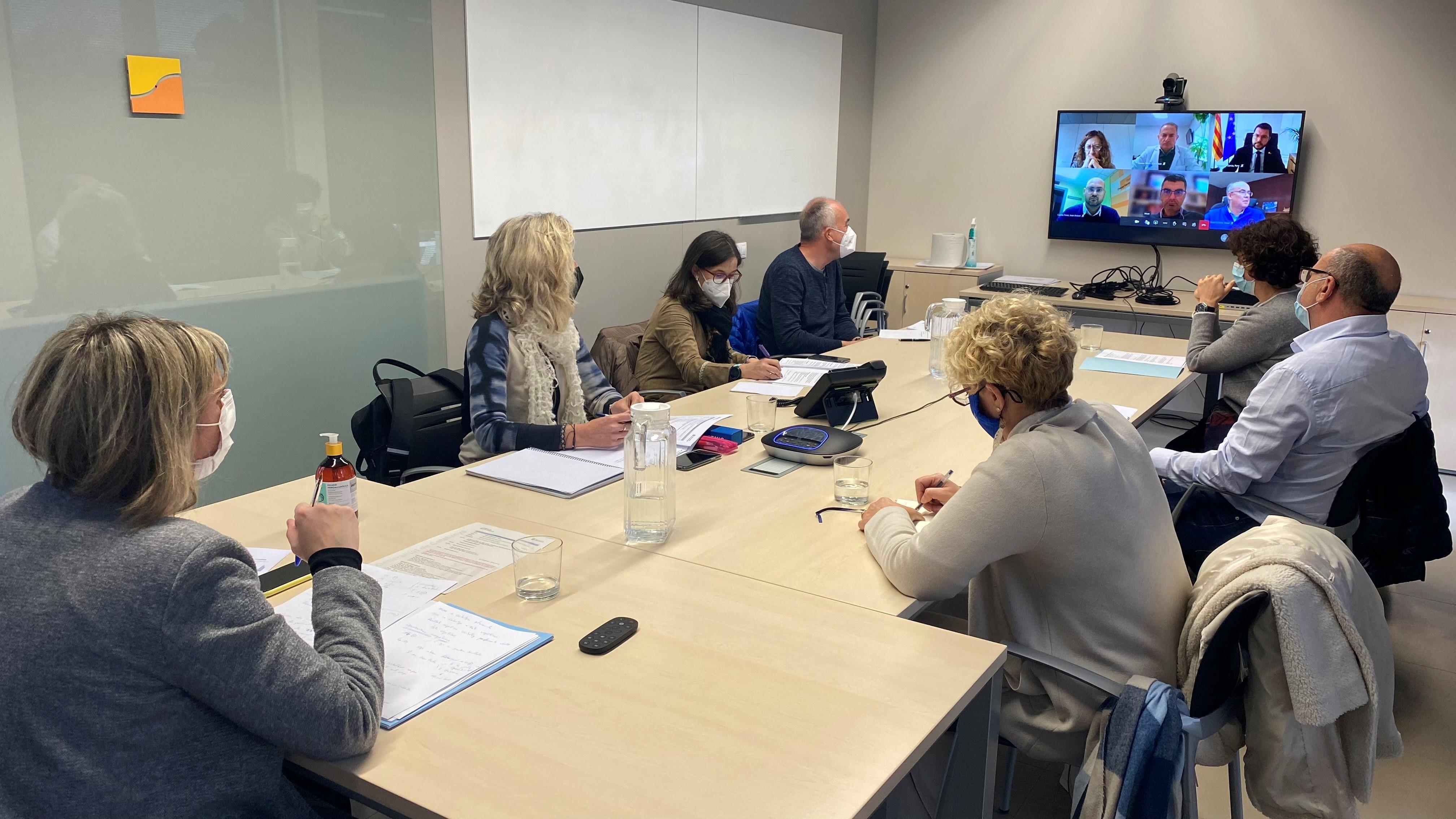 Un moment de la reunió telemàtica mantinguda, entre d'altres, entre Vergés i el vicepresident Aragonès, aquest matí des de Tremp