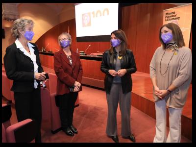 Meritxell Budó ha estat acompanyada per la presidenta de l'Institut Català de les Dones (ICD), Laura Martínez, en un acte en el qual també ha intervingut la comissària de la commemoració, la directora de l'Observatori Dona, Empresa i Economia de la Cambra de Comerç de Barcelona, Anna Mercadé, i Mar Pèlach, filla de l'empresària.