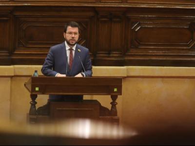 El vicepresident Aragonès durant la presentació del Decret al Parlament de Catalunya