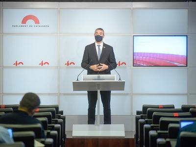 El conseller Bernat Solé, durant la roda de premsa al Parlament.