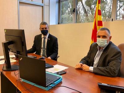 El conseller Bernat Solé i el delegat del Govern al Penedès, Pere Regull, durant la reunió telemàtica amb els municipis de la demarcació.