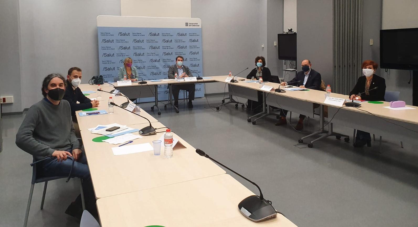 Una imatge de la reunió de Vergés i Comella amb alcaldes i alcaldesses del territori.