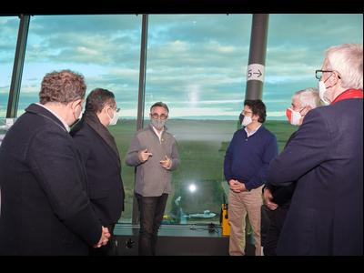 El conseller Tremosa en la seva visita a l'aeoport d'Alguaire