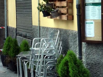 Imatge arxiu: dimecres, 23 desembre 2020 10:56 Estefania Escolà Pla general d'un restaurant de Ripoll, tancat. Imatge del 23 de desembre del 2020. (Vertical)