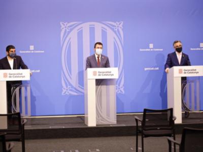 El vicepresident Aragonès i els consellers Tremosa i El Homrani, durant la roda de premsa