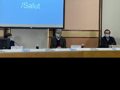 Fotografia de la roda de premsa: El Dr. Argimon, acompanyat de la Dra. Cabezas i el Dr. Pumarola