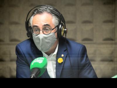 El conseller Tremosa durant l'entrevista a UA1 Ràdio Lleida