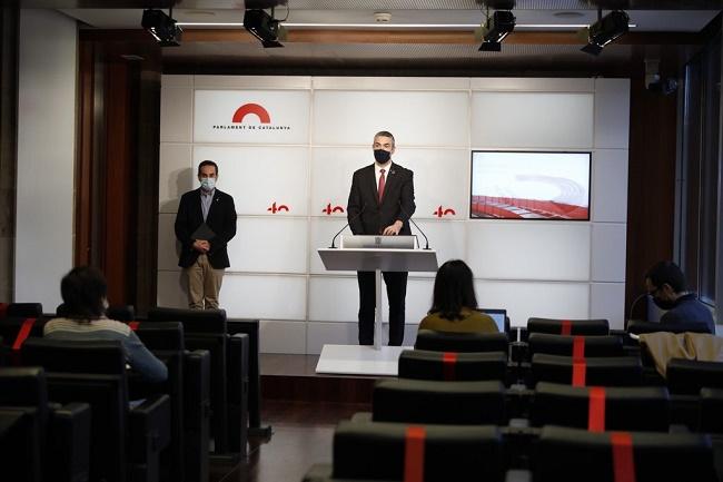 El conseller Bernat Solé i el secretari general del Departament de Salut, Marc Ramentol, durant la roda de premsa des del Parlament.