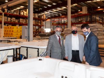 El conseller durant la seva visita a l'empresa Iberspa