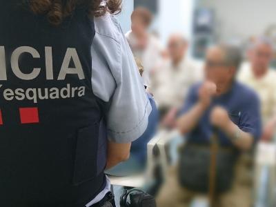 Imatge de recurs. Xerrada mossos a la gent gran