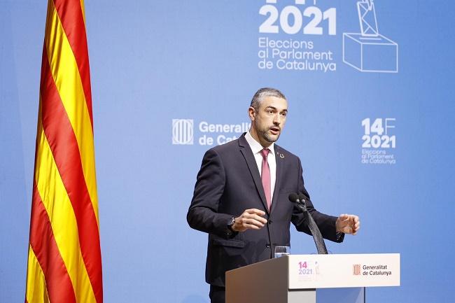 El conseller Bernat Solé, durant la roda de premsa al Centre de Difusió de Dades, al Parlament.