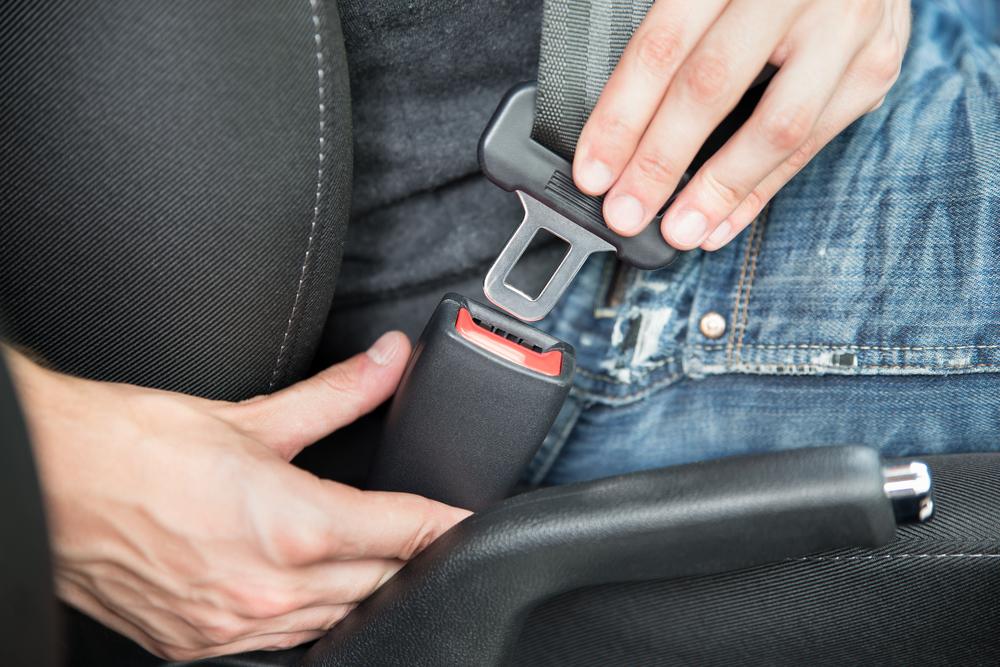 Més de 100 denúncies diàries per no portar el cinturó, la majoria a conductors