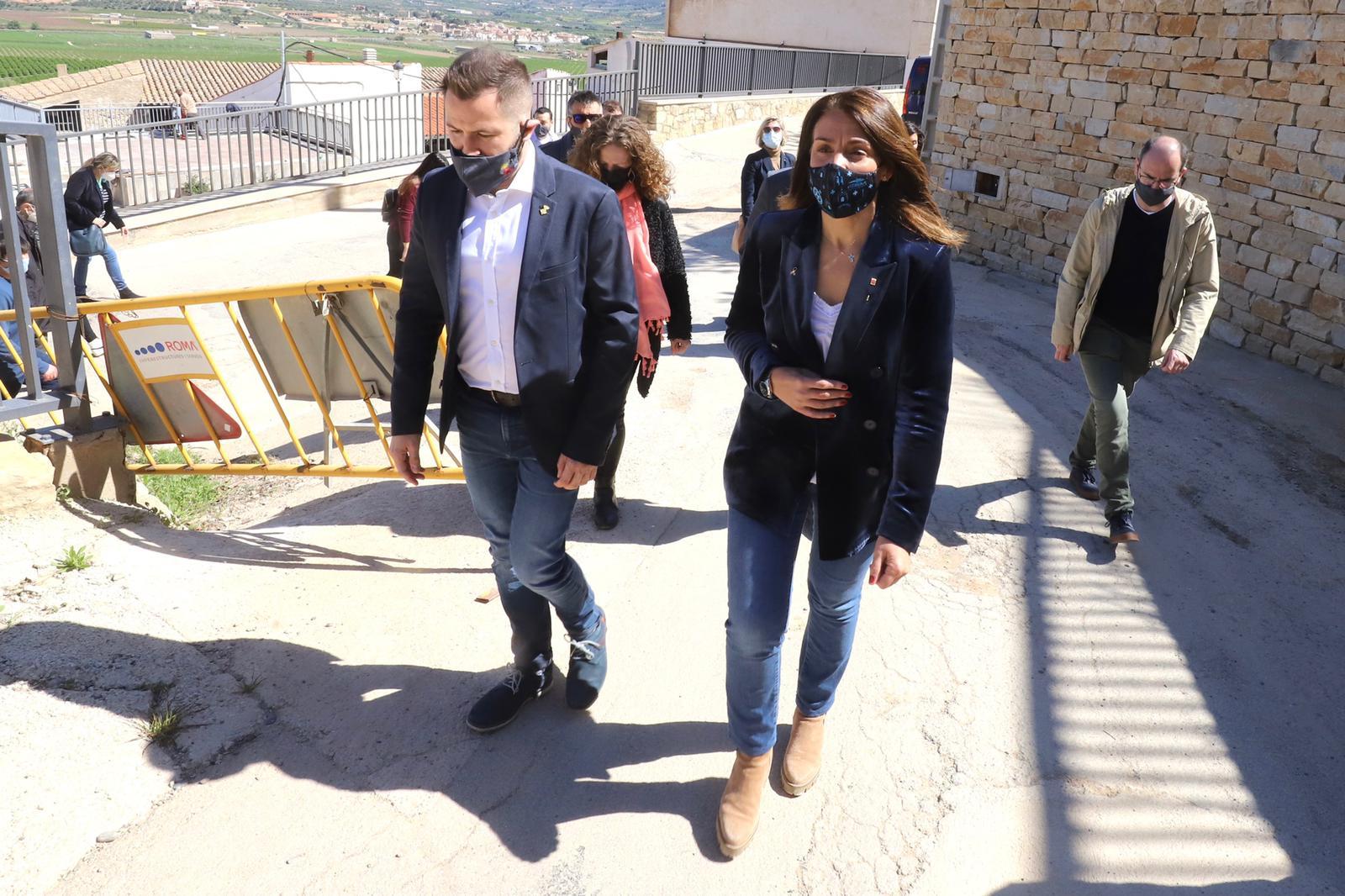 La consellera Budíó durant la seva visita avui a Ascó