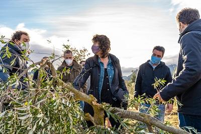 La consellera Teresa Jordà en un visita per valorar els danys del temporal Filomena