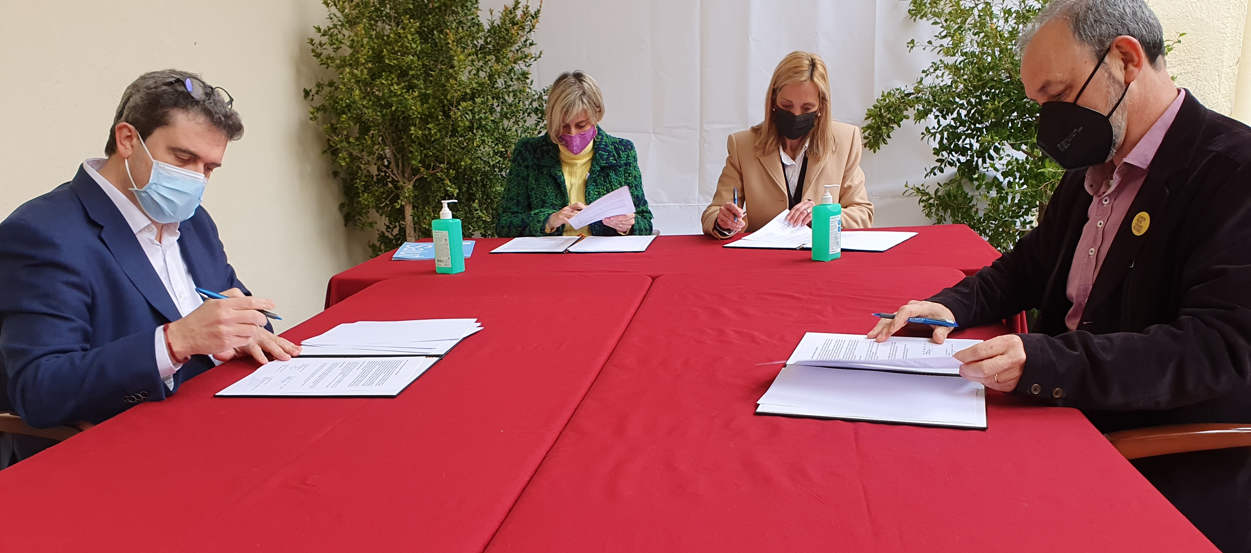 Un moment de la signatura del protocol, avui.