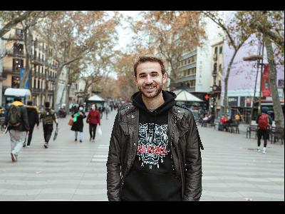El futbolista català Sergi Samper, promociona Catalunya al Japó