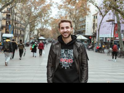 El futbolista català del Vissel Kobe, Sergi Samper, promociona Catalunya al Japó