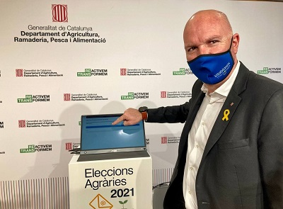 El secretari general del Departament d'Agricultura, David Mascort, ha estat l'encarregat de prémer el botó d'obertura dels 69 punts d'assistència al vot electrònic habilitats per al segon dia de votació de les Eleccions Agràries