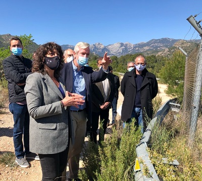Teresa Jordà visitant la zona on es farà la primera fase del reg Xerta-Sènia