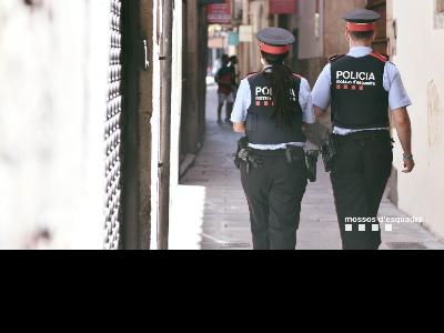 mossos patrullant