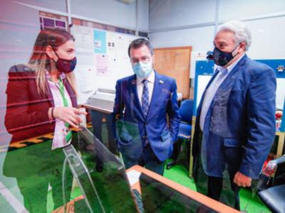 Fotografia de la visita del vicepresident a la seu de l'empresa Giró