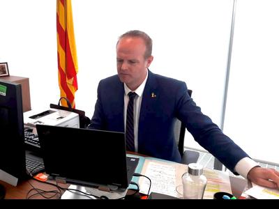 Fotografia del secretari general, Albert Castellanos, durant la reunió telemàtica