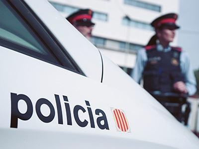 Els Mossos d'Esquadra desarticulen a Barcelona un grup criminal dedicat a la venda de mòbils que prèviament havien estat sostrets