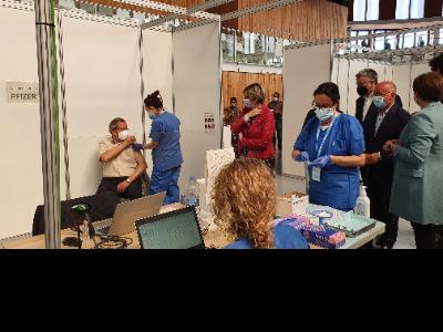 Visita consellera Vergés punt de vacunació massiva a Tarragona