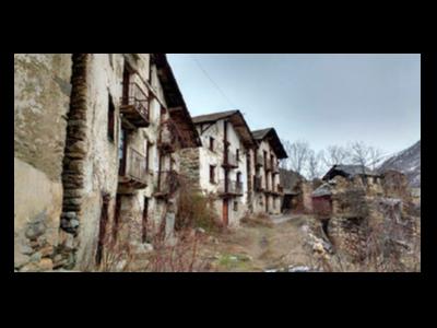 Diverses cases de poble