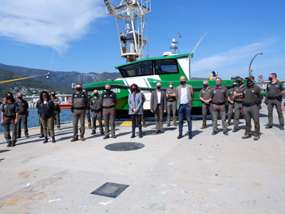 Foto de la consellera amb el Grup de Suport Marí